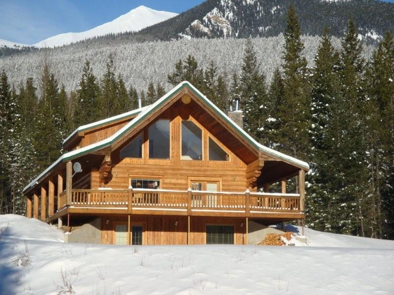 Winter at Packsaddle Creek Lodge - Custom Log Home in The Rockies!  Secure & Private. - Valemount - rentals