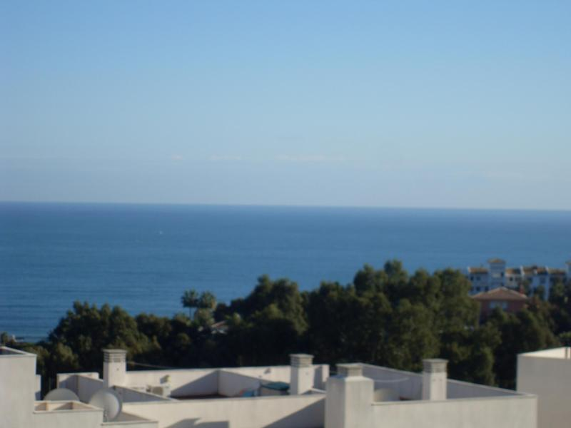 View from the terrace towards the beach - 3 Bed Apartment, Marbella, Rancho Miraflores - Marbella - rentals