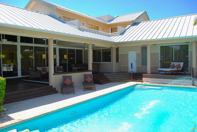 Spectacular Heated Pool w/Outdoor Dining & Lounge Areas... - Casa Shores 5 Star Lux 5BR/4BA Priv Pool Home 1 Blk 2 Priv Bch - Pompano Beach - rentals