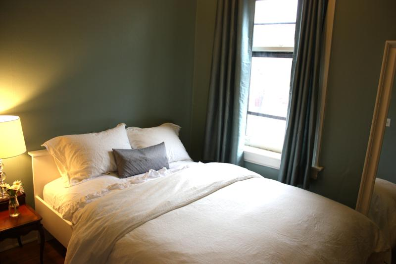 3 bedroom - comfortable bed, organic linen - S - Serene Furnished Rental Near Lake/Train 15 mins DT - Chicago - rentals