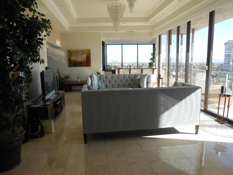 LIVING ROOM HAS 20' CEILINGS! - ***LAS VEGAS PENTHOUSE WITH BREATHTAKING VIEWS*** - Las Vegas - rentals