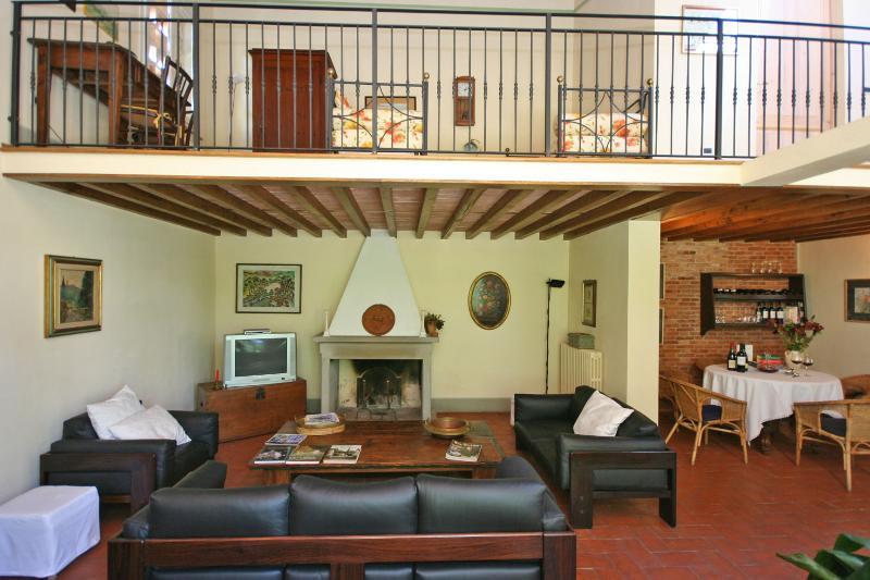 Farmhouse Rental in Tuscany, Altopascio - Casa Orentano - Image 1 - Orentano - rentals
