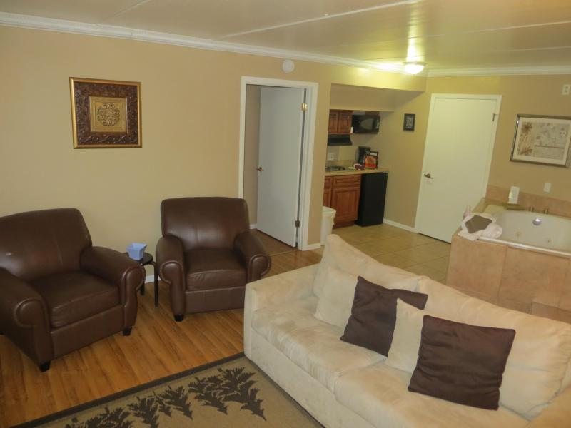 Cozy 1 Bedroom Condo Walking Distance To Downtown! - Image 1 - Gatlinburg - rentals