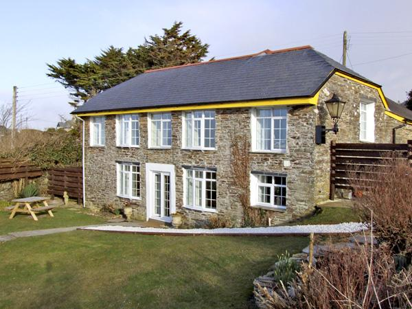 THE ROUND HOUSE, pet friendly, country holiday cottage, with a garden in Tintagel, Ref 3836 - Image 1 - Tintagel - rentals