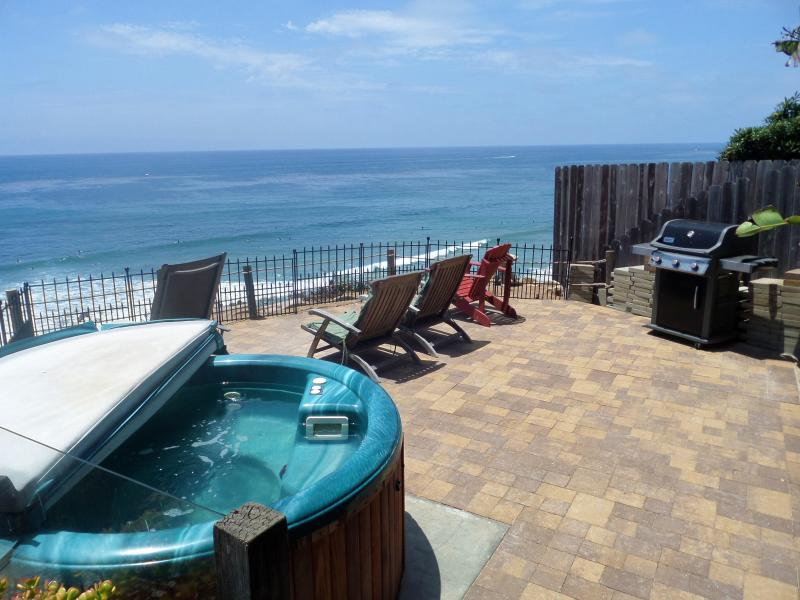 New large patio to side of deck, expands use of the yard! - Ocean, Golf & Surf, Great Beach Encinitas 866 - Encinitas - rentals