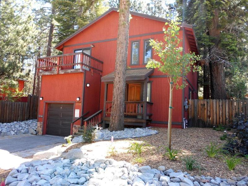 Front of house - Spacious 4 bdrm house near downtown S. Lake Tahoe - South Lake Tahoe - rentals
