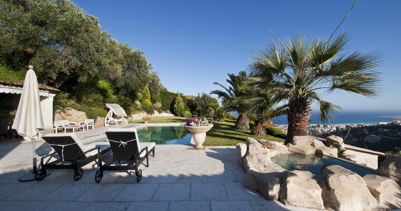 The terrace, pool, jaccuzi and the ocean view - Luxury Nice Villa with Private Pool, Panoramic Sea - Nice - rentals