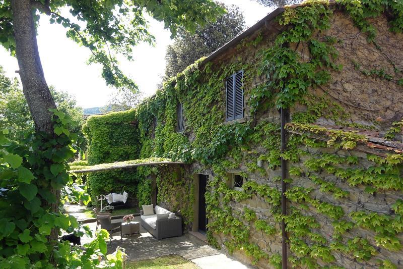 Topazio, verdant Renaissance Villa nestled among the walls of Cortona. - Image 1 - Cortona - rentals