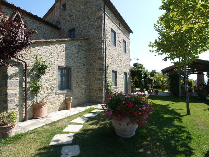 La Pergola, wondrous traditional Villa in a singular corner of Tuscany. - Image 1 - Cortona - rentals