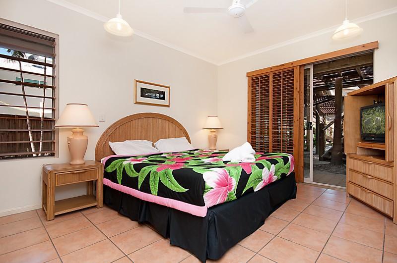 King size bed - Presidential Villas - Port Douglas - rentals