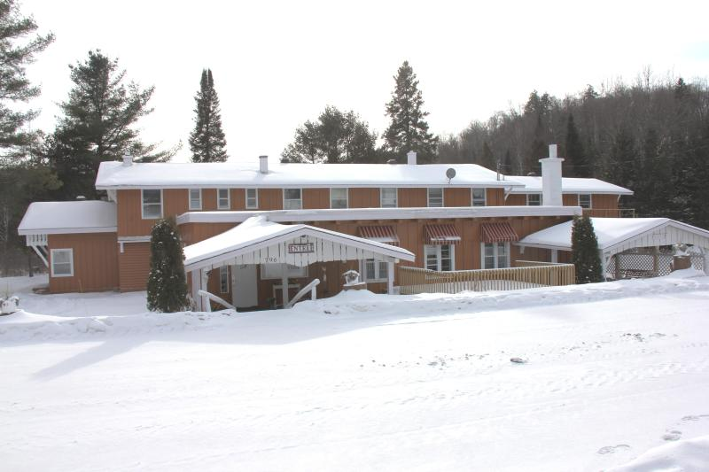 Chalet Morin Heights (Winter) - Morin Heights Villa, 16 Bedrooms, Sleep 45 persons - Morin Heights - rentals