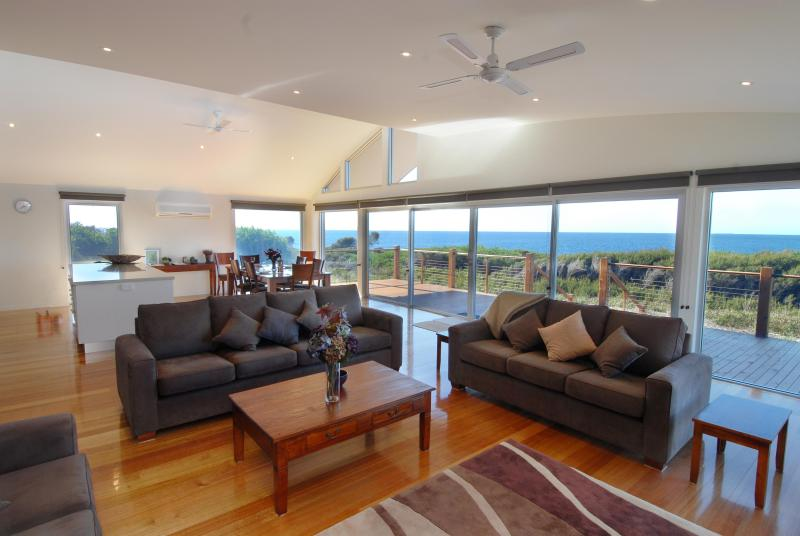 Wonderful living space with awesome views - TamO'Shanter Views  Stunning beach house  Tasmania - Bridport - rentals