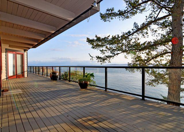 Lounge or dine overlooking the sea - Seas the Day on San Juan Island - Friday Harbor - rentals
