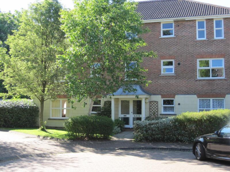 Flat 1 exterior - Gatwick Country Lettings-unrivalled excellence! - Horsham - rentals