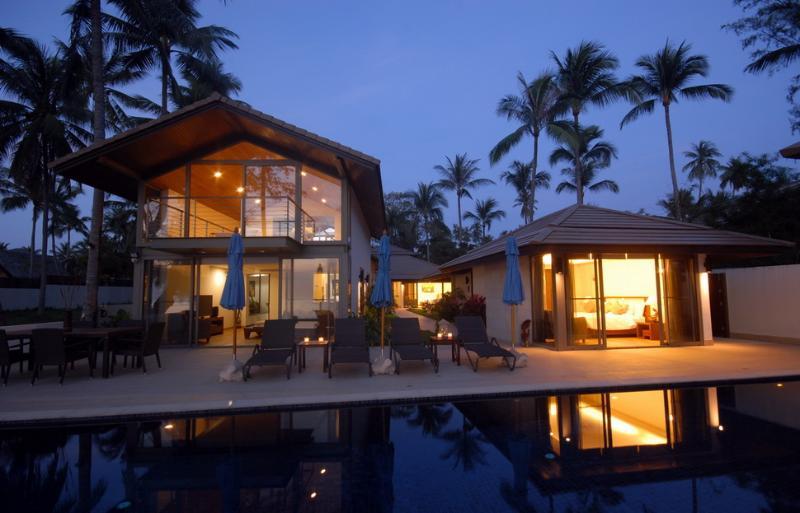 As evening falls upon Akuvara - Akuvara - the ultimate luxury beachfront getaway ! - Koh Samui - rentals