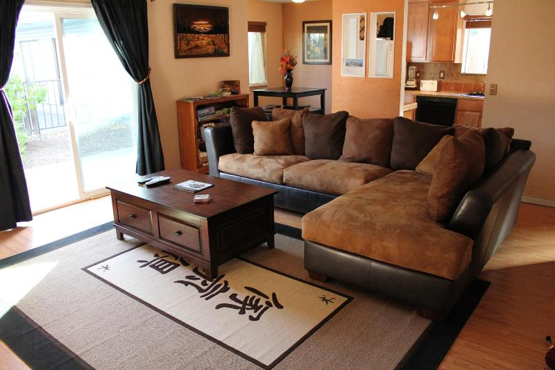 Main Living Space - 5/25-5/29 Last minute trip to Bend? Pets OK - Bend - rentals