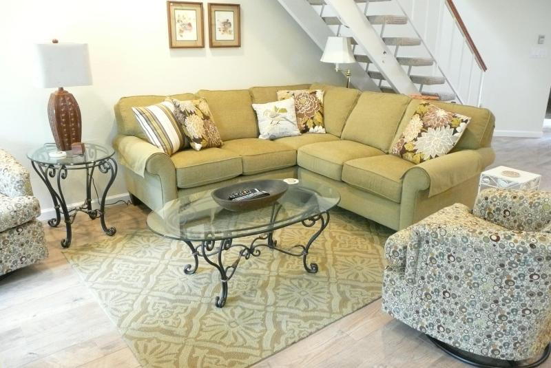 Relax in the bright, beautiful and spacious Living Room, with new furniture, flooring, and lighting. - The Birdhouse @ Blacklake Golf Vacation Rental - Nipomo - rentals