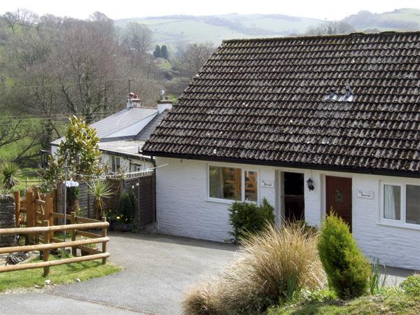 THE PLOUGH, pet friendly, character holiday cottage, with a garden in Berrynarbor, Ref 3856 - Image 1 - Berrynarbor - rentals