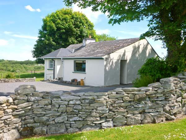 CNOC DUBH COTTAGE, family friendly, country holiday cottage, with open fire in Kiltimagh, County Mayo, Ref 3881 - Image 1 - Kiltimagh - rentals