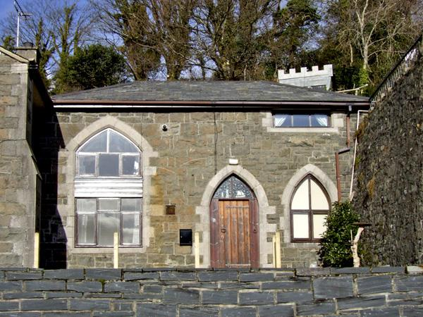 THE OLD SCHOOL HOUSE, family friendly, character holiday cottage, with a garden in Pwllheli, Ref 3857 - Image 1 - Pwllheli - rentals