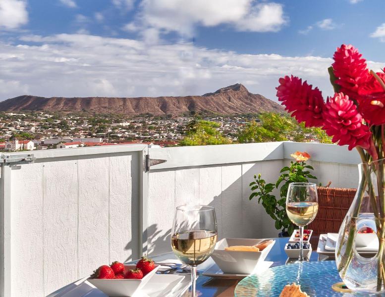 Panoramic 270 degree Diamond Head and ocean view from grand balcony - OVDH -SKYLINE,OCEAN,VOLCANO VIEWS! RIDGE HOME BBB - Honolulu - rentals