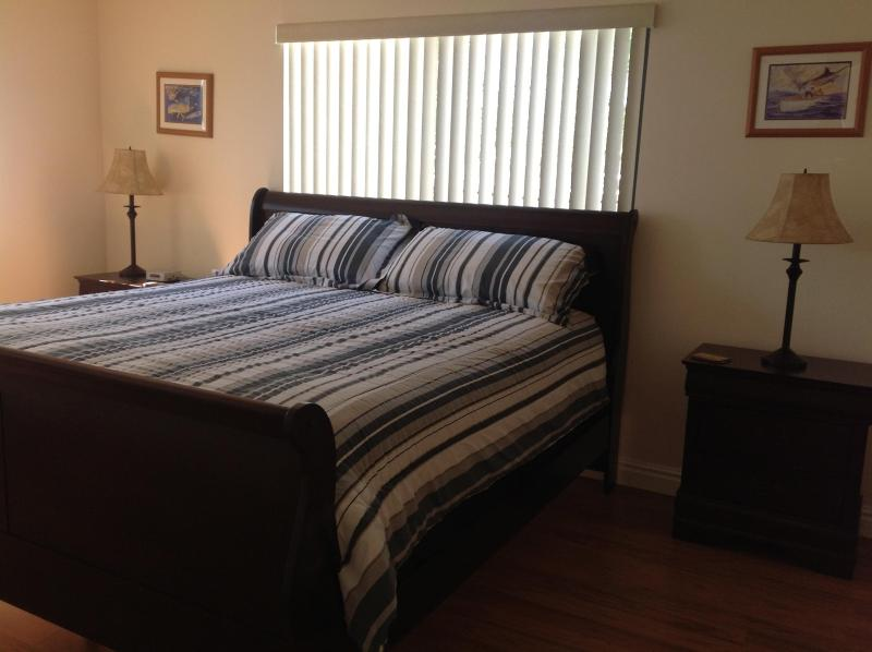 Kings sixe bed - COTE APARTMENTS. - Hollywood - rentals