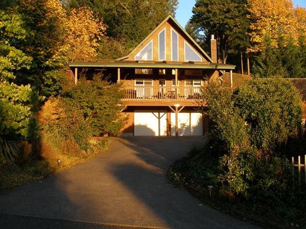 Harmony Retreat with glowing fall colors - Harmony Retreat at Mayfield Lake - Mossyrock - rentals