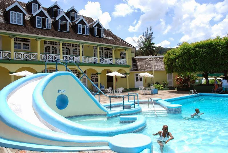Pool - Ocho Rios 1 Bed Apt free wi/fi Cable, Housekeeper, Bar & Spa on property - Ocho Rios - rentals