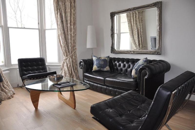 Living Area - London Vacation House with 2 Bedrooms - London - rentals
