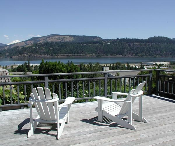 Villa Rosa Deck, adirondack chairs, loung chairs, lg dining table, gas grill - Hood River Hideaways, Fantastic River Views - Hood River - rentals