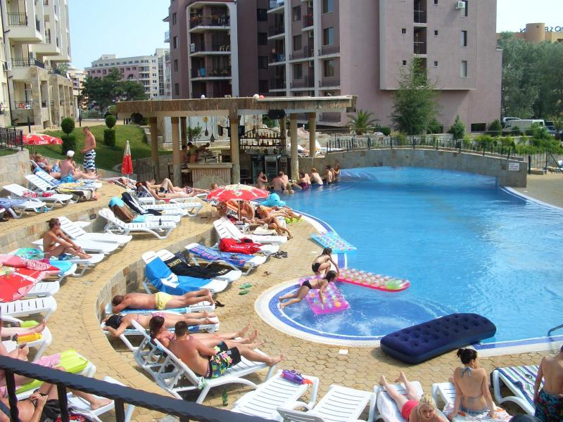 Enjoying the main swimming pool - Furnished 1 bed apartment in Sunny Beach, Bulgaria - Sunny Beach - rentals