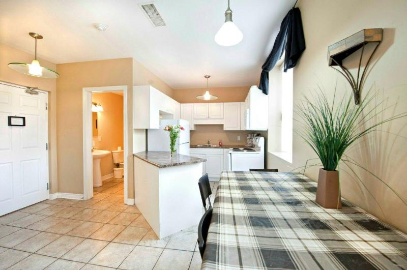 Dining and Kitchen Area - Prime Minister Condo - Summer rates discounted 30% - Niagara Falls - rentals