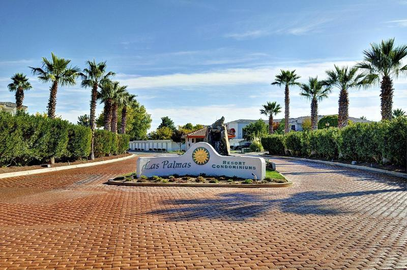 Entrance to Las Palmas Condos - 3 bed Las Palmas Resort Condo, Coupon Codes Avail. - Saint George - rentals