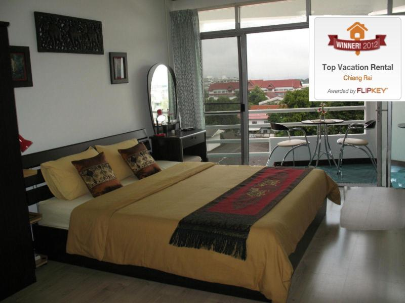Large King Size Bed With Private Balcony - Chiang Rai Central City Location Condo N.Thailand - Chiang Rai - rentals