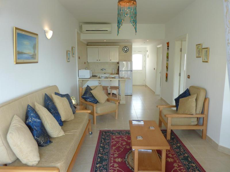 Entrance and living room - Luxor 2 bedroom smart apartment  sleeps 4/6 - Luxor - rentals