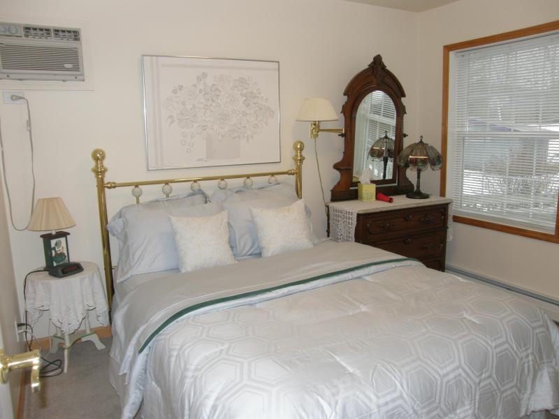 bedroom - The Meadow House 4 bdrm 4 bath house - Stephentown - rentals