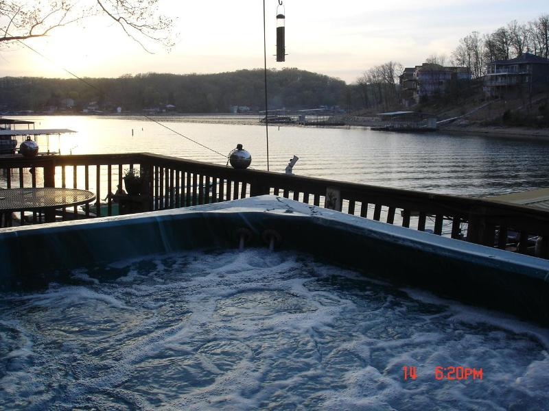 Hot Tub at the waters edge!! - COTTAGE ON THE WATER WITH HOT TUB UNDER THE STARS - Rocky Mount - rentals