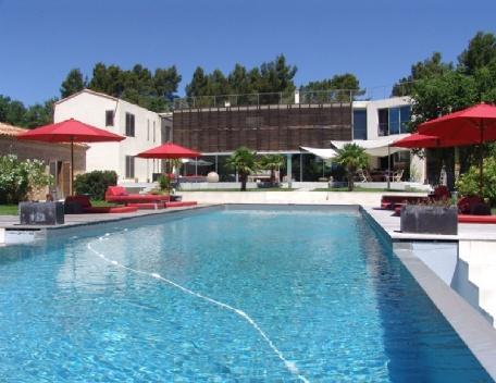 Luxury 6 Bedroom Aix en Provence House with a Pool - Image 1 - Aix-en-Provence - rentals