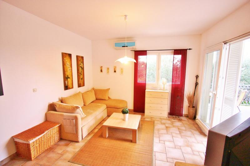 Villa Maslina -apartment Lia - Image 1 - Brac - rentals