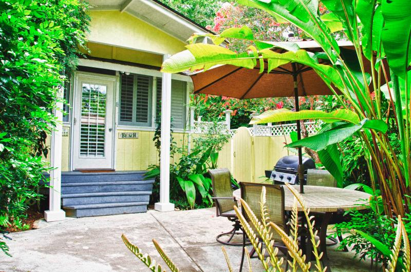 Exterior Back - Colleen's Dream - Charming Wailua Country Cottage - Kapaa - rentals