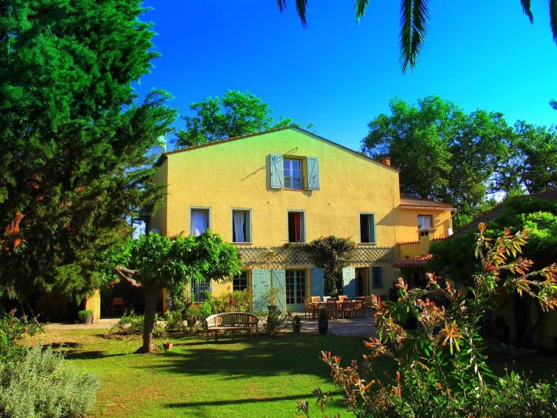 Catalan Farmhouse - Heated Pool - Child friendly gardens - Beach 10min - Perpignan - rentals