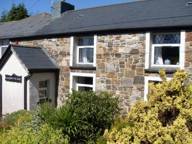 Front of our delightful Cottage - Self Catering Acorn Hedge Cottage - Ammanford - rentals