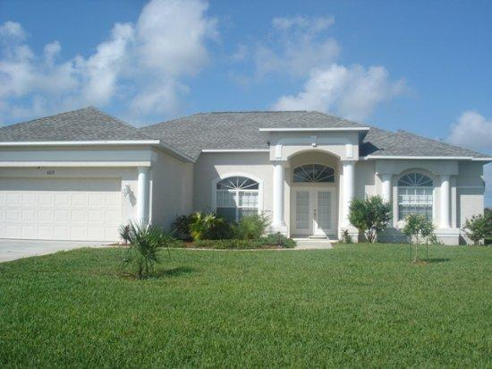 Lake Marlin 4 - stunning lakeside home with pool - Image 1 - Port Charlotte - rentals
