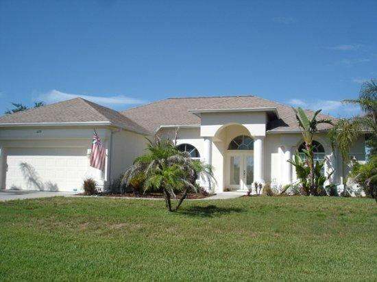 Lake Marlin 5 - lakeside pool home mins to beaches - Image 1 - Port Charlotte - rentals