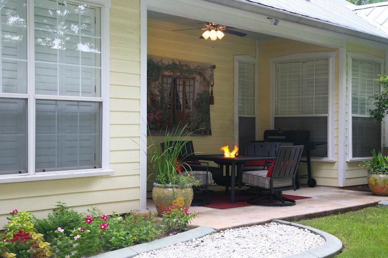 Wonderful Back Porch & Fire Pit Just for You - Cherry Street B&B Private Hot Tub, Jacuzzi, FP - Fredericksburg - rentals