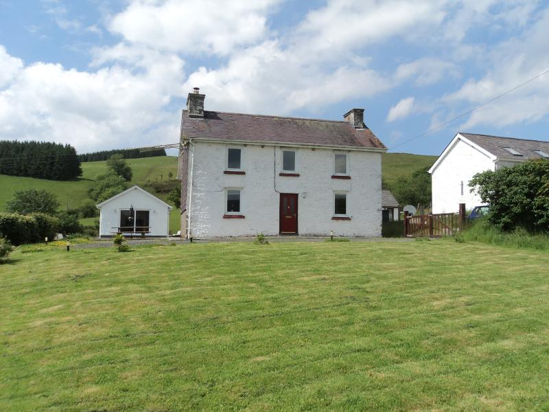 Merlin House with Garden Building - Panoramic Countryside at Merlin House - Llandovery - rentals