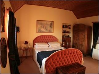 Master Bedroom - The Shepherds Cottage - Ruddyglow Park - Lochinver - rentals