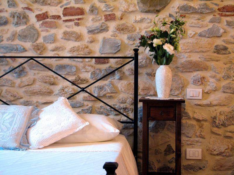 The bedroom - Casina di Rosa - cosy home in a village in Tuscany - Civitella Marittima - rentals