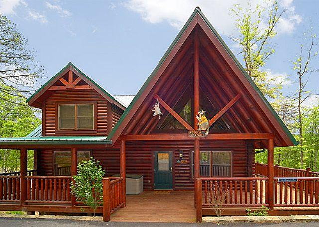 2 Bedroom Luxury Cabin with 2 Master Suites and Private Deck - FREE wireless! - Image 1 - Gatlinburg - rentals