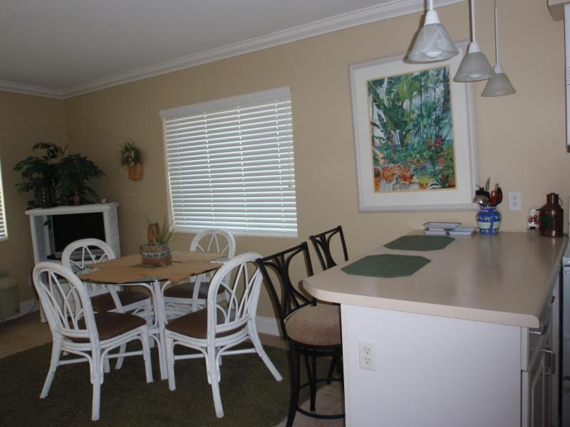 Dining area - Top floor, end unit , beautiful beachfront view - Pensacola - rentals